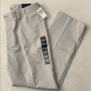 NWT// VAN HEUSEN Men's Beige Straight Fit Pant